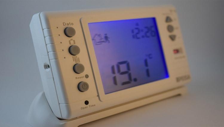 Termostatos de ambiente para regular el consumo de la calefacción.